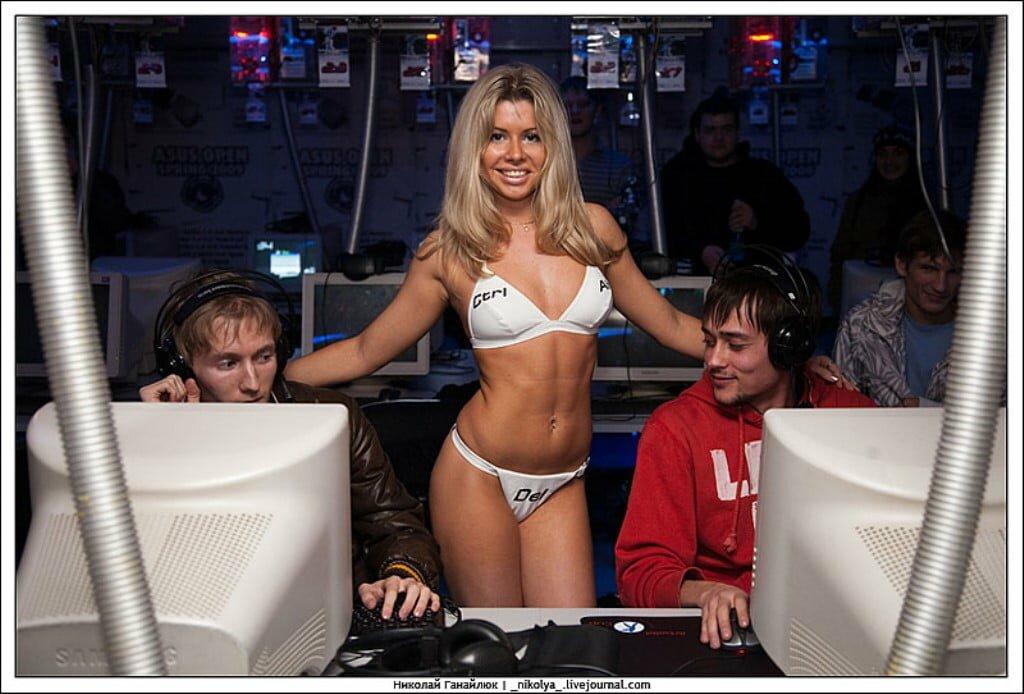 Virtus.pro vs. forZe - mecz pokazowy w 2009 roku, któremu towarzyszył... striptiz.